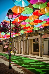 floating-umbrellas-installation-agueda-portugal-9