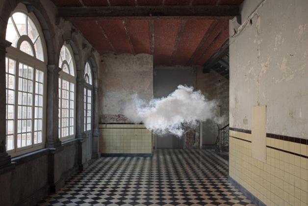 berndnaut-cloud-corridor